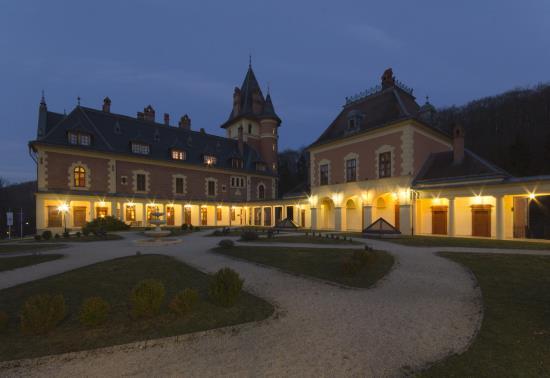 Kastély Hotel este (11)