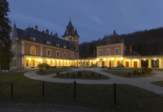 Kastély Hotel este (12)