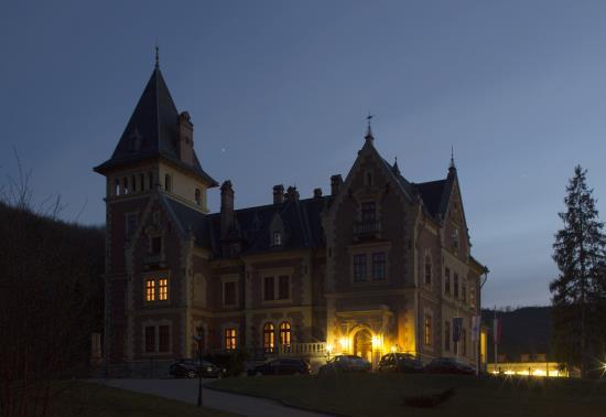 Kastély Hotel este (14)