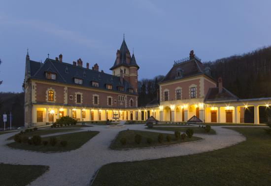 Kastély Hotel este (9)